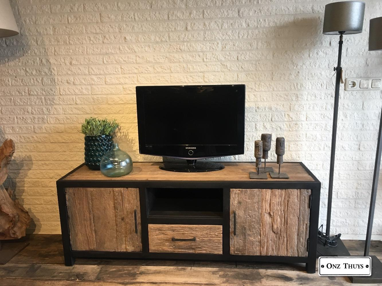 Tv Meubel Staal Hout.Tv Meubel Oud Hout Staal Kasten Onz Thuys